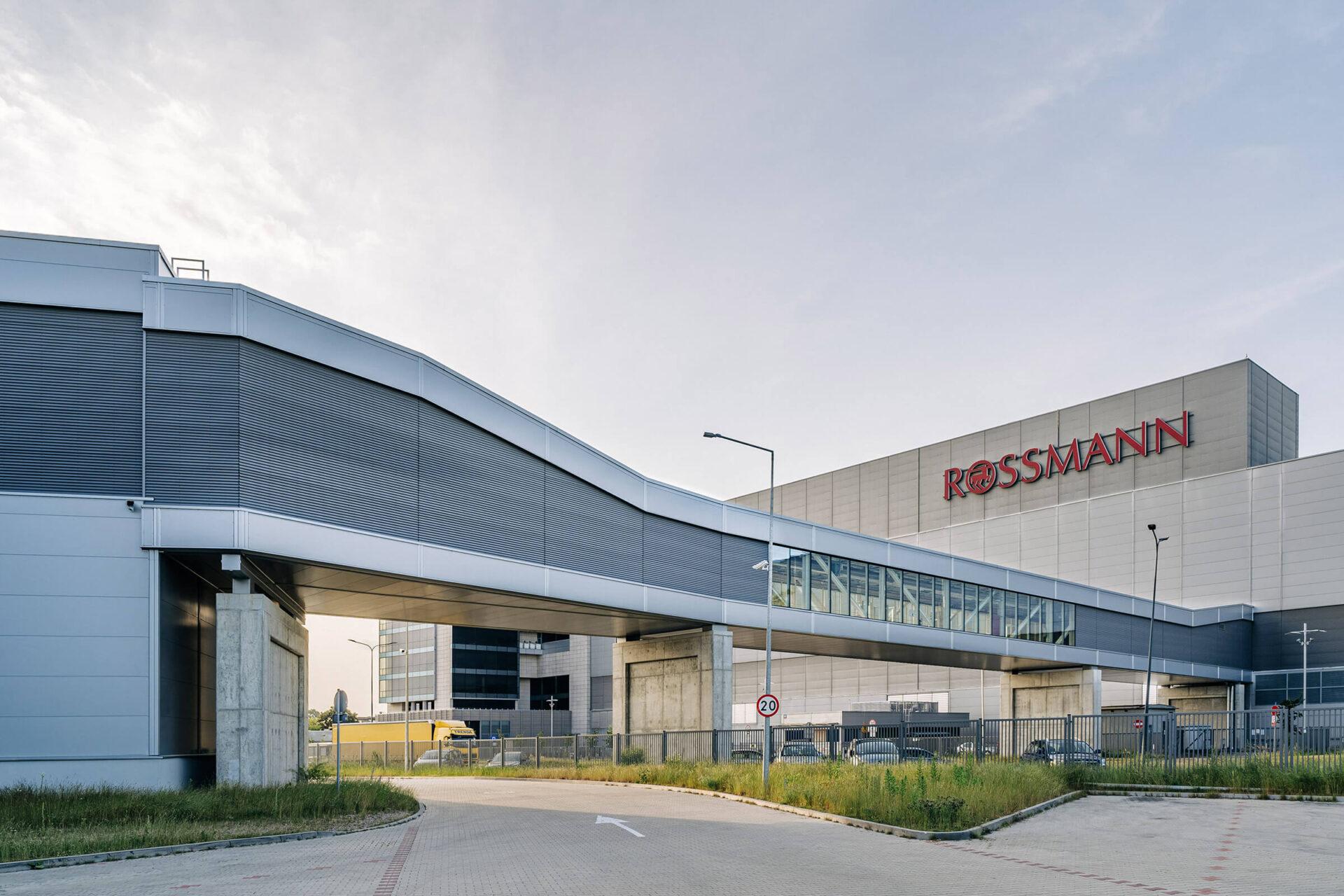 Hala magazynowa ROSSMANN – magazyn wysyłkowy wraz z galerią transportową